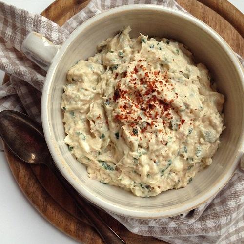 Thunfisch-Creme mit Gürkchen, Ei und Zwiebel