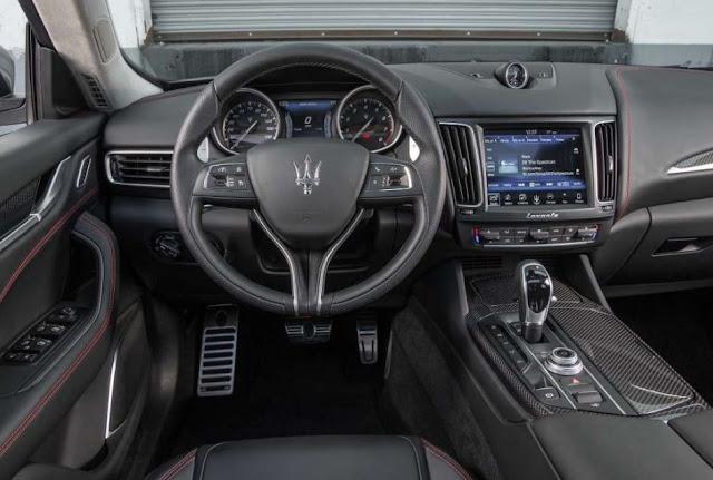 2017 Maserati Levante SQ4 Interior
