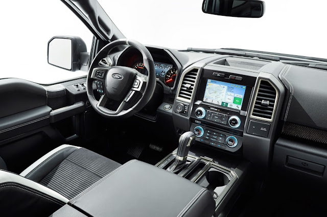 Interior view of 2018 Ford F-150