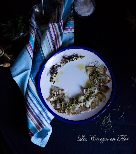 Carpaccio de boletus con vinagreta de piñones y parmesano - Los cerezos en flor