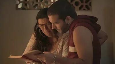 Lurdes (Regina Casé) e Sandro (Humberto Carrão)