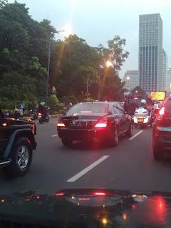 Salut! Mobil RI 1 Ini Rela Bermacet - Macet Ria di Jalan Raya, Siapa Penumpangnya?