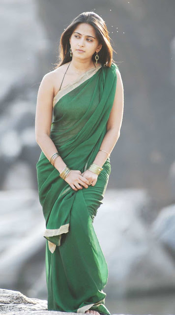 anushka-shetty-in-full-green-shari