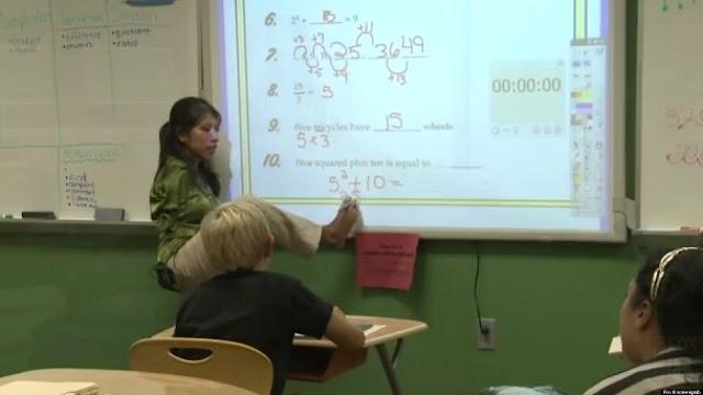 FASCINANTNA SNAGA VOLJE: UČITELJICA KOJA JE ROĐENA BEZ RUKU, PODUČAVA UČENIKE POMOĆU STOPALA