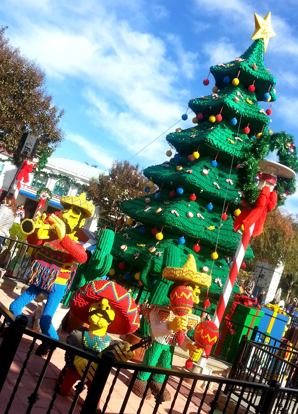 Field Trip Mom : LEGOLAND Holiday Snow Days is happening now.