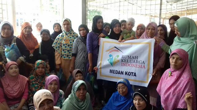 PKS Medan Kota dan RKI Berbagi Paket Sembako Kepada Ibu-Ibu Desa Binaan