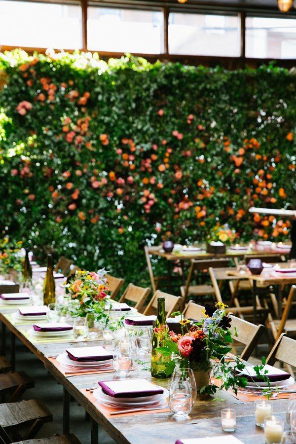 Boda urbana y con coloridas flores en LOVE, LOVE by Chic & Decó