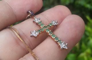 Liontin Salib Perak Mata Batu Zamrud dan Diamond ZR002