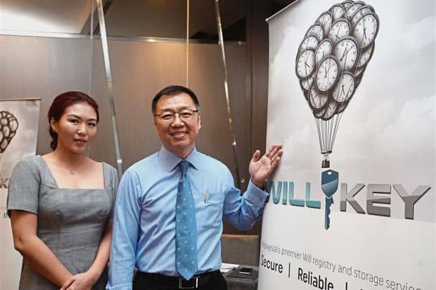 """WillKey™, Sistem Pendaftaran Wasiat Pertama di Malaysia, Memusatkan Pencarian dan Penyimpanan Wasiat Untuk Ketenangan Minda - Apabila insan tersayang meninggal dunia, soalan berkaitan yang sering ditanya, """"Saya tahu arwah atau mendiang ada membuat wasiat tetapi di mana beliau menyimpannya?"""" Bilangan keluarga yang berhadapan dengan kepayahan mencari tempat simpanan wasiat insan tersayang yang telah meninggal dunia tidak sedikit.   WillKey™  Hanya Serendah RM3.33 Untuk Sistem Pendaftaran Wasiat ,Penyimpanan Wasiat Dan Pencarian Wasiat  Walaupun ianya sesuatu yang tidak diingini, kita tidak dapat nafikan bahawa hakikatnya, sebuah wasiat yang tidak berjaya ditemui umpama wasiat yang tidak wujud langsung."""