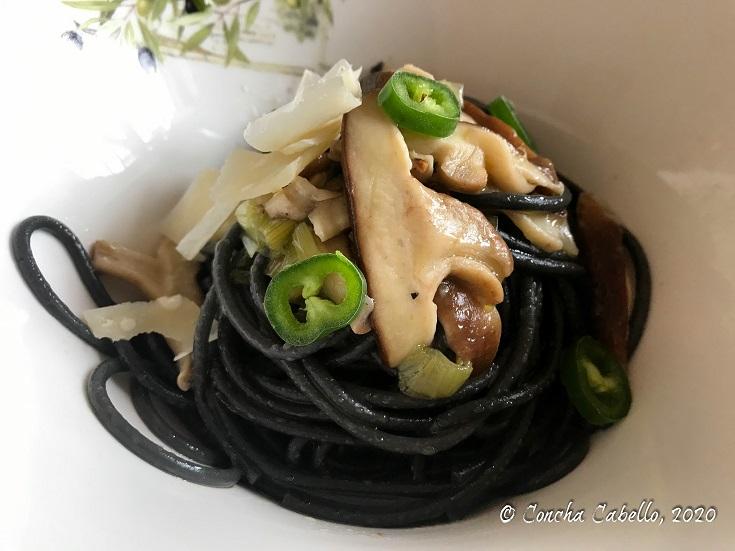 spaghetti-nero-primer-plano