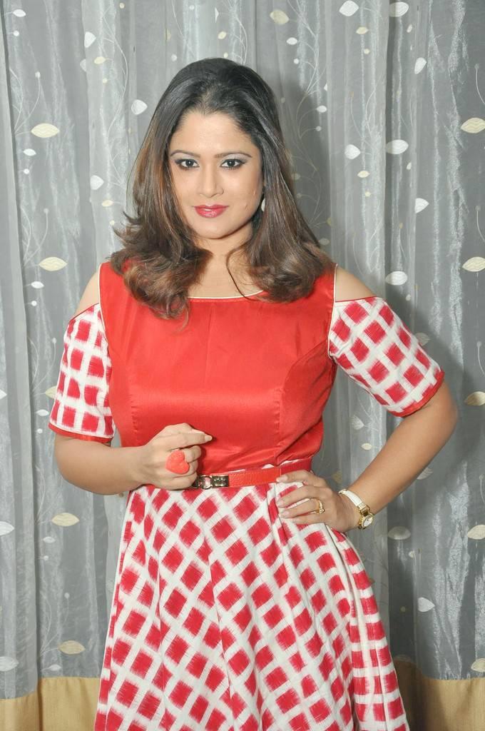 TV Anchor Shilpa Chakravarthy Hot Stills In Red Dress