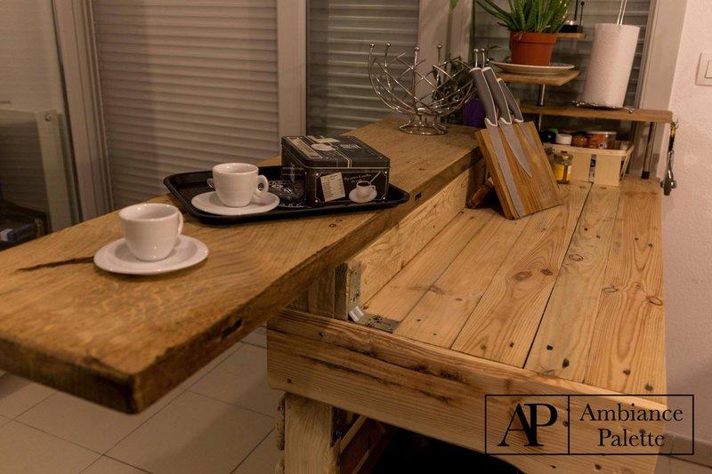 es una barra para la cocina donde por ejemplo podemos servir desayunos o una comida rpida que adems tiene la funcin de mueble auxiliar aportando un