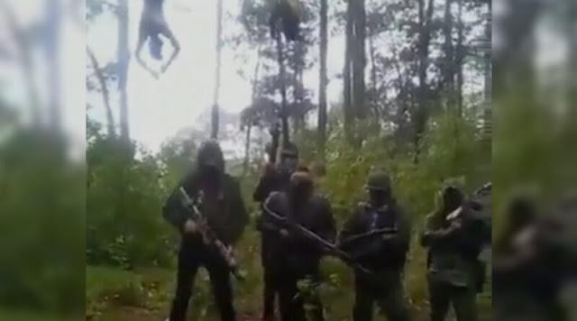 """(VIDEO) """"El Cártel del Fantasma"""" cuelga a 2 sicarios del Cártel del Sur y los ejecutan en Guerrero."""