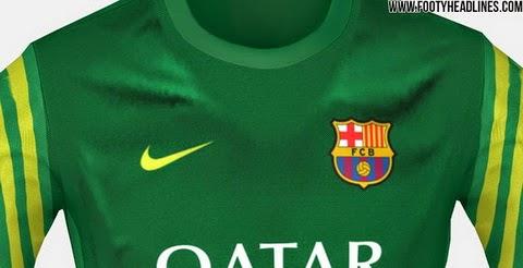 fd4ee5ea07 Club lema Més que un club de Barcelona está escrito en el interior de la  línea del cuello de la nueva camiseta Barcelona 2015-2016 Guardián.
