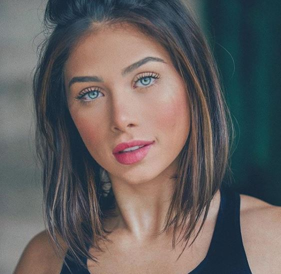 Se você está procurando por opções de corte de cabelo feminino, vai amar essas 5 inspirações em blogueiras para deixar o seu visual ainda mais lindo e ficar radiante a cada dia. Você pode fazer esses penteados em cabelo liso, cabelo cacheado e cabelo ondulado. Pois esses cortes de adaptam ao seu tipo de cabelo.