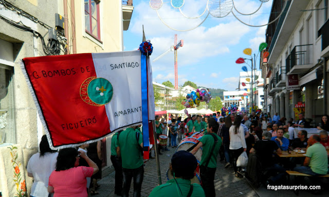 Grupo de bombo anima a Festa de São Gonçalo do Amarante, Portugal