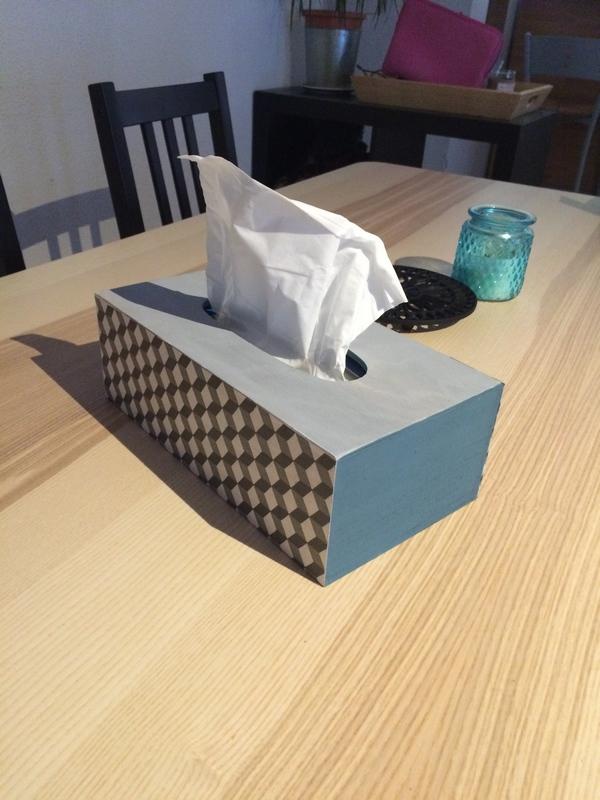 DIY : Pimper une boite de mouchoirs grâce au collage de serviette / www.by-laura.fr