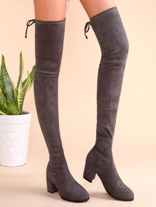Skinny calved knee boots