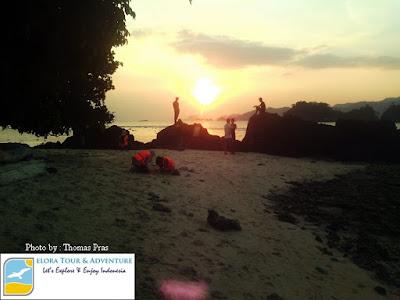 foto sunset pulau kelapa