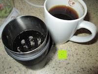 Kaffeerest im Filter: Coffeepolitan Premium Geschenkset - Kaffee aus 5 Kontinenten mit Zubereitungsset - grob gemahlen 5 x 9 Portionen (5 x 9 x 7g); ideal auch als Geburtstagsgeschenk oder Probierset