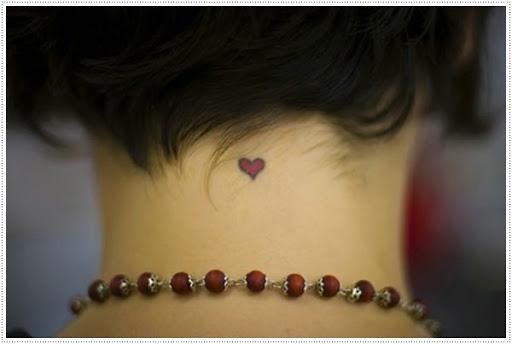 Pequenas tatuagens de coração para menina