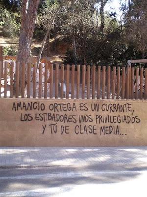 """Foto de grafiti que dice: """"Amancio Ortega es un currante, los estibadores unos privilegiados y tú, de clase media"""""""