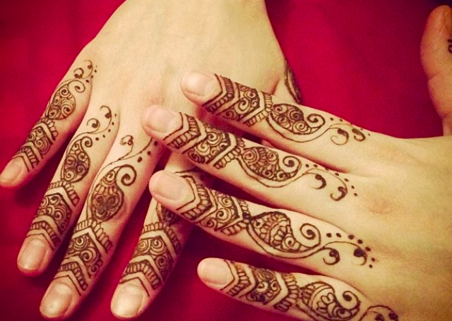 Simple Mehndi For Fingers 2016