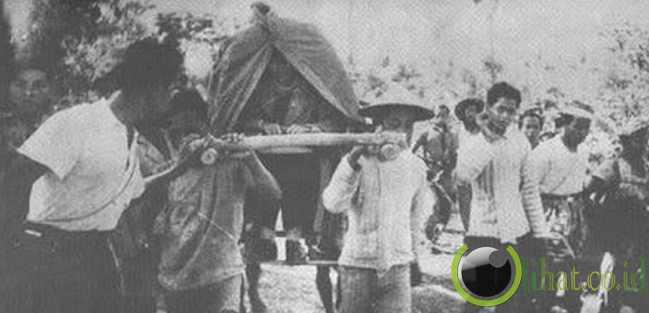 Jenderal Soedirman Dalam Tandu (1948)
