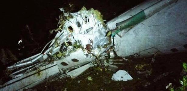Avião com time da Chapecoense cai na Colômbia e deixa 75 mortos