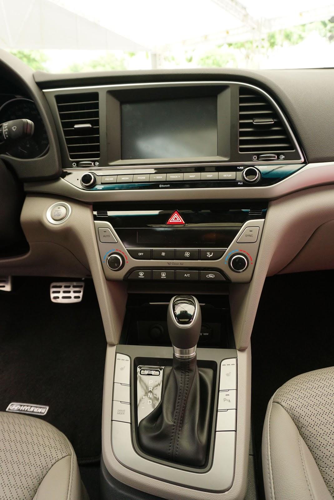 Quá đẹp với trung tâm điều khiển của Hyundai Elantra 2016
