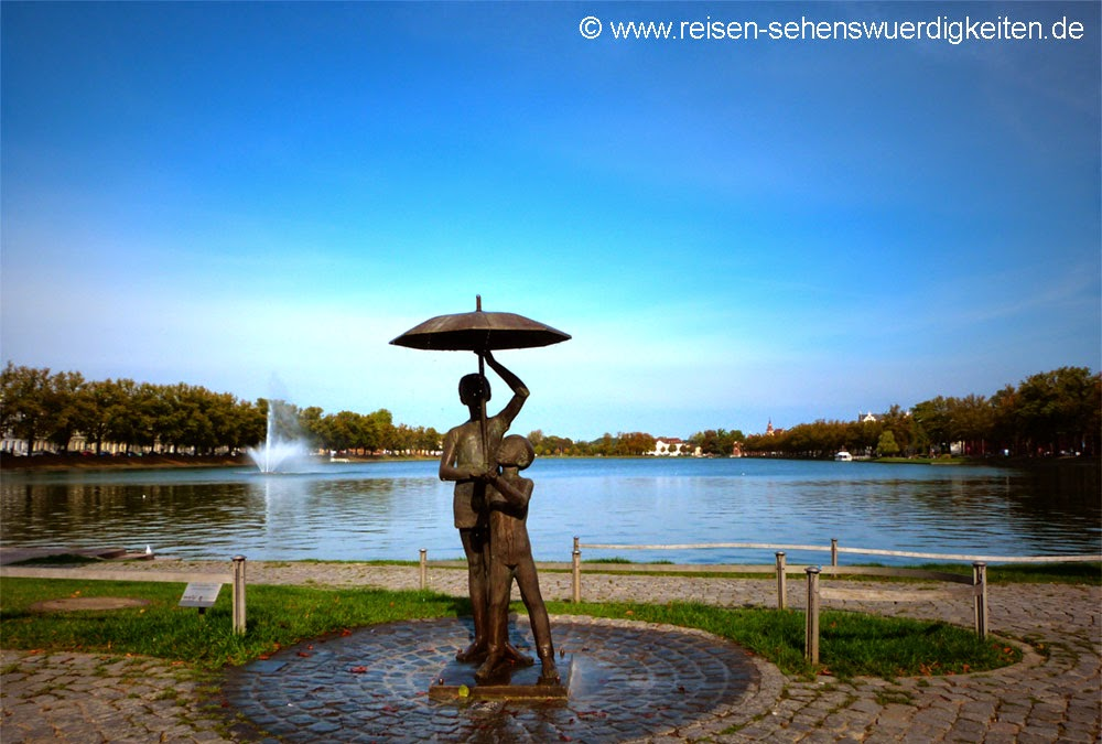 Pfaffenteich Schwerin bei schönem Wetter, Sehenswürdigkeiten Schwerin