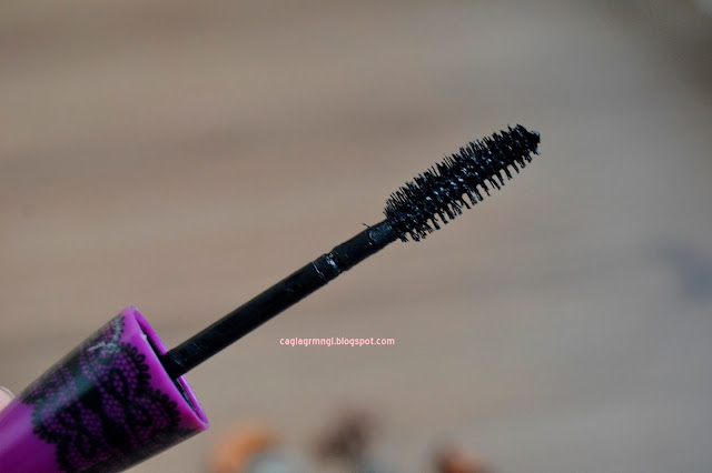 Maybelline-the-falsies-black-drama-maskara