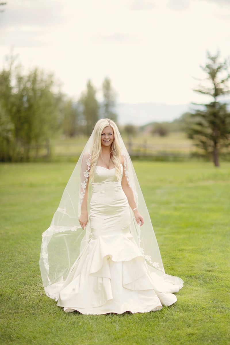 Bride / Dress: Haley Paige from Belle en Blanc / Photography: Tracy Moore Photography