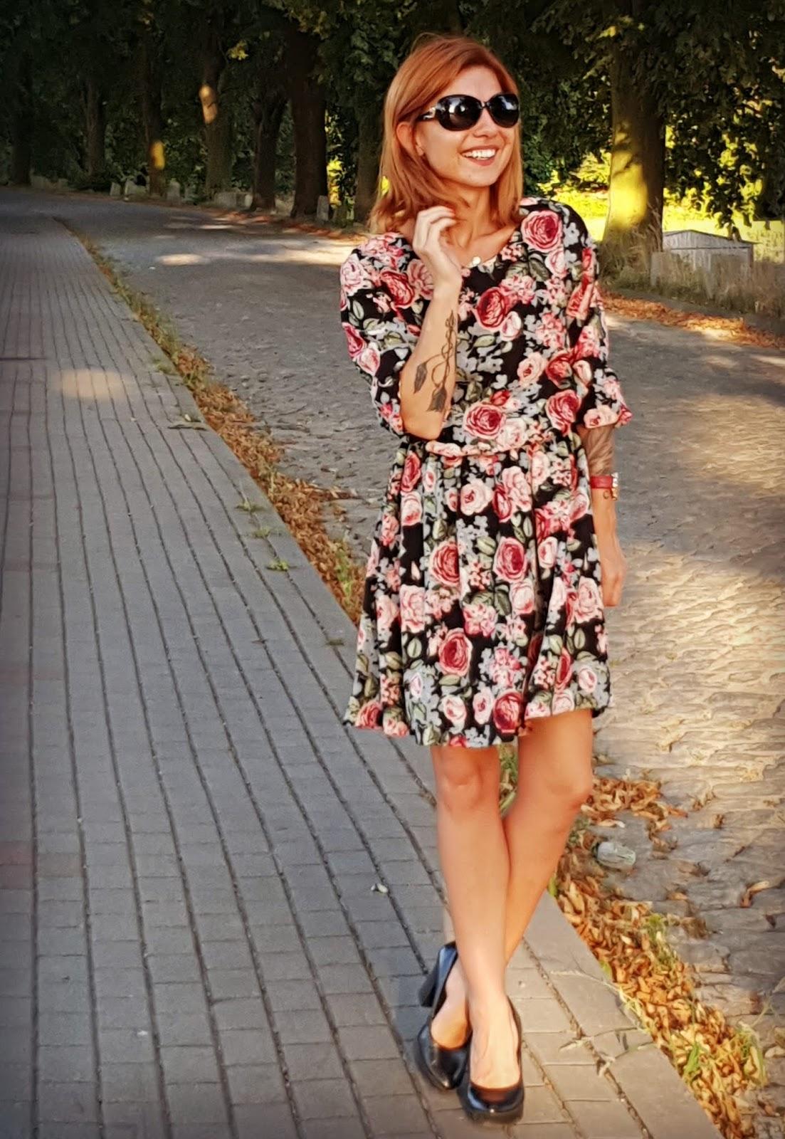 Bonprix Sukienka w kwiatowy deseń
