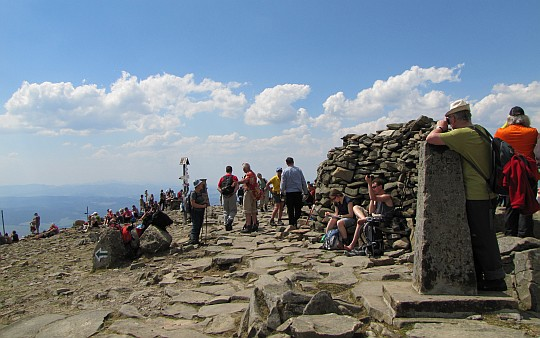 Szczyt Babiej Góry (1725 m n.p.m.) i jej kamienny wiatrołap