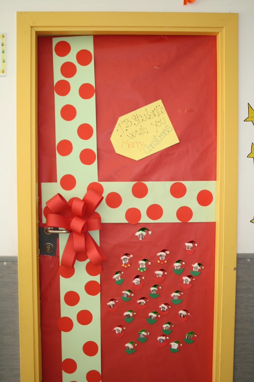 Nuestromundojos hierro for Puertas decoradas navidad colegio