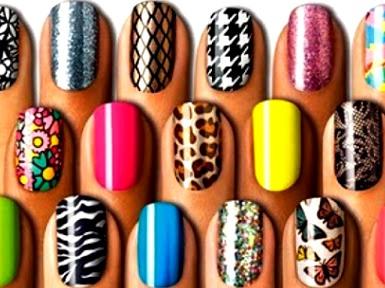 Foto de variedad de diseños de uñas a colores