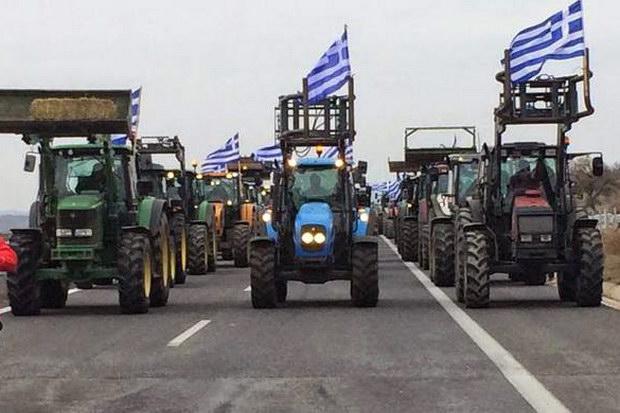 Κομμένη στα τέσσερα η Ελλάδα από τα μπλόκα των αγροτών