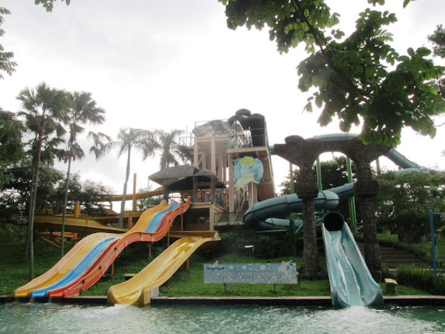 thunder ride and roc tower ciputra waterpark surabaya