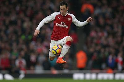 Suram Di Arsenal, Rakitic Ajak Ozil 'Reunian' Di Barcelona