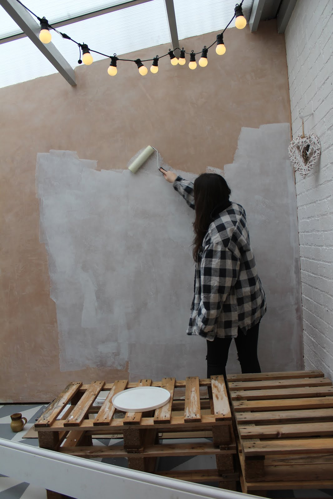 How to Mist Coat a Plastered Wall