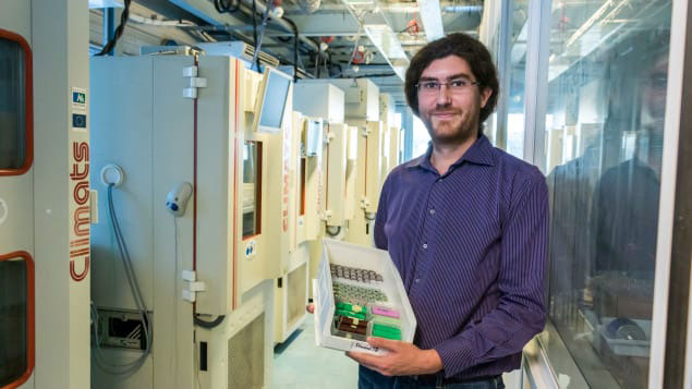 Improving batteries for electric vehicles and planes: the mission of Loïc Boulon