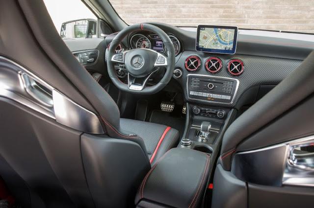 Mercedes AMG A45 4MATIC 2018 trang bị đầy đủ các tiện ích