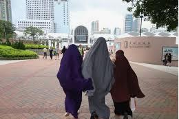 Cara Membasuh Najis Pada Busana Muslimah Yang Sedang Dikenakan/Dipakai.