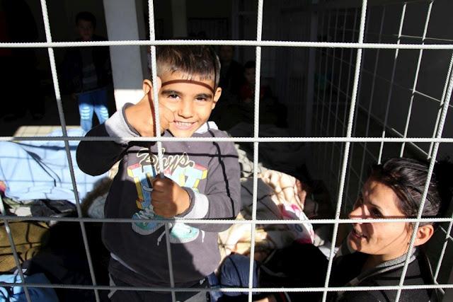 http://www.principiamarsupia.com/2017/03/07/hungria-encerrara-a-todos-los-refugiados-en-campos-de-contenedores/