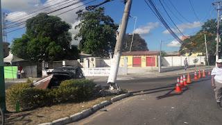 http://vnoticia.com.br/noticia/3415-carro-colide-em-poste-no-centro-sao-francisco