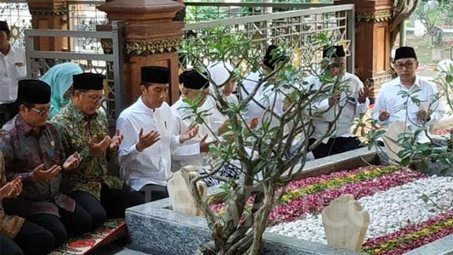 Ditemani Gus Sholah, Presiden Jokowi Ziarah ke Makam Gus Dur