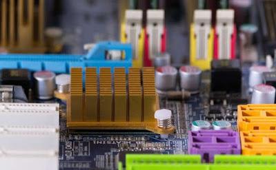 Fungsi Motherboard, fungsi processor, fungsi memory, fungsi memory cache, fungsi hardisk, fungsi bus, fungsi vga, fungsi sound card