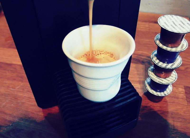 eine kaffeemaschine auf hoher see die reisekaffeemaschine und das gewinnspiel zum 3 advent. Black Bedroom Furniture Sets. Home Design Ideas