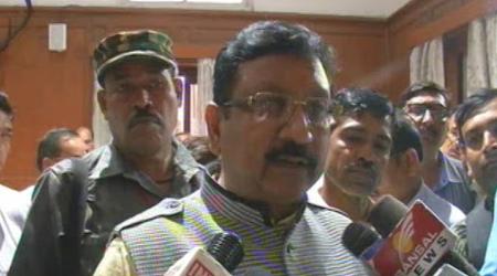 IPL विवाद: VIP पास ना मिलने से भड़के मंत्री ने स्टेडियम के गेट बंद कराए